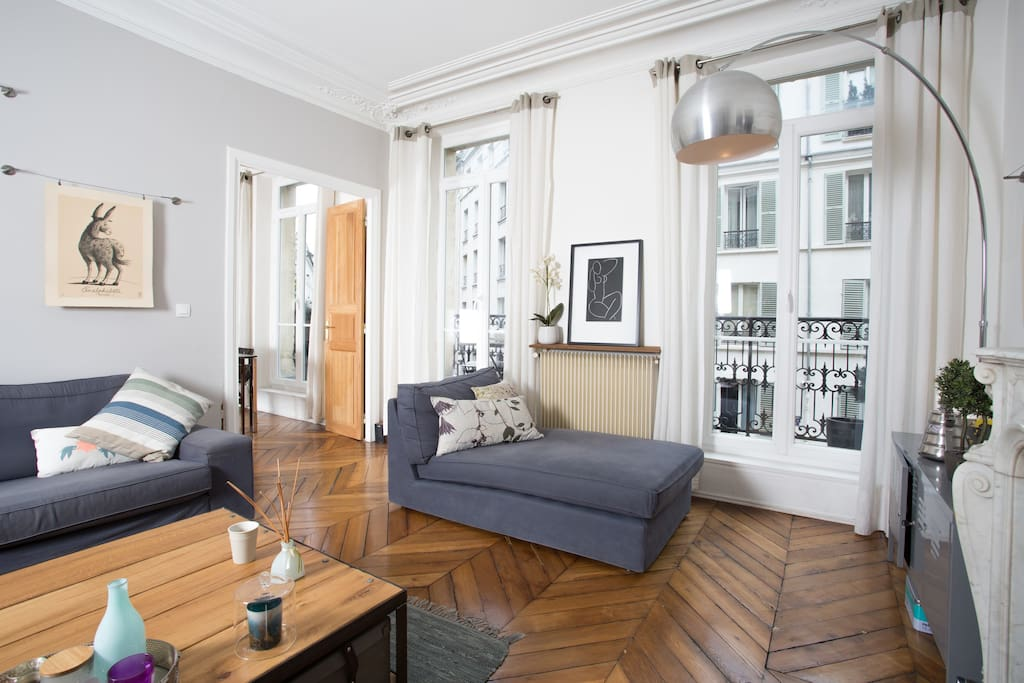 Haussmanian apartment bastille flats for rent in paris for Fenetre bastille
