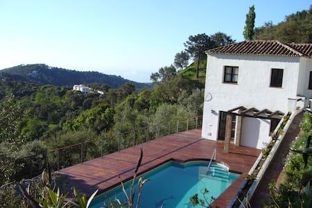 Villa Altamira - カサレス