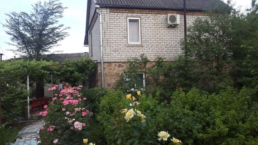 Двухэтажный дом с русской баней - Архипо-Осиповка - Casa
