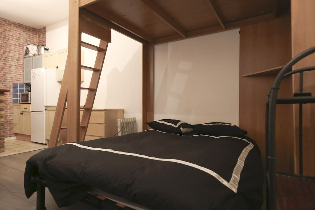 studio 25m2 sur paris 20eme appartements louer paris le de france france. Black Bedroom Furniture Sets. Home Design Ideas