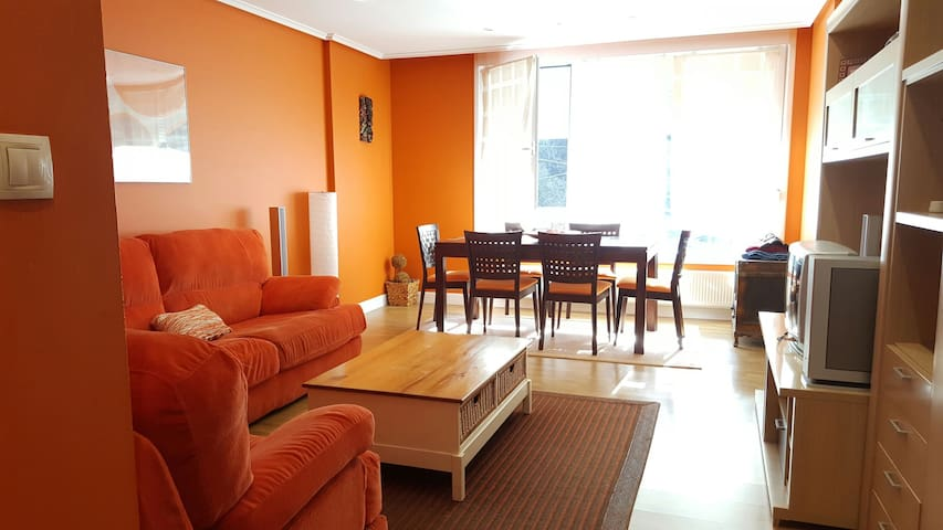 MUNDAKA  BEACH FLAT, private parking ( E BI 0057)
