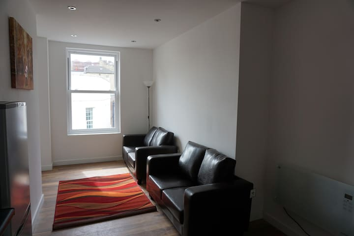 Dewsbury Town Centre Two Bed Apartments - Dewsbury - Apartment