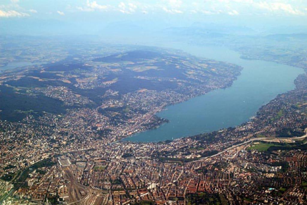 10 minutes lake Zurich by public transportation.