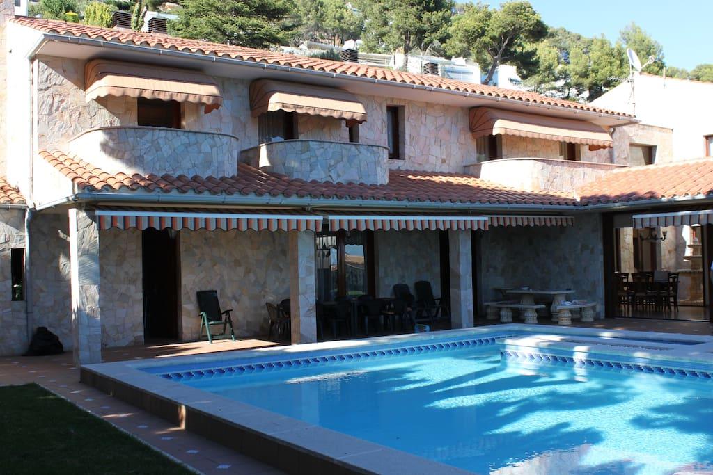 Vistas Frontales Villa