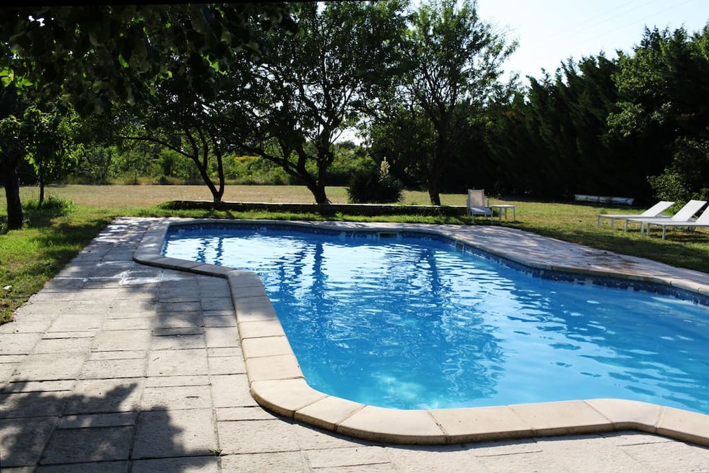 Aix en provence villa 11 pers houses for rent in aix en for Piscine miroir aix en provence