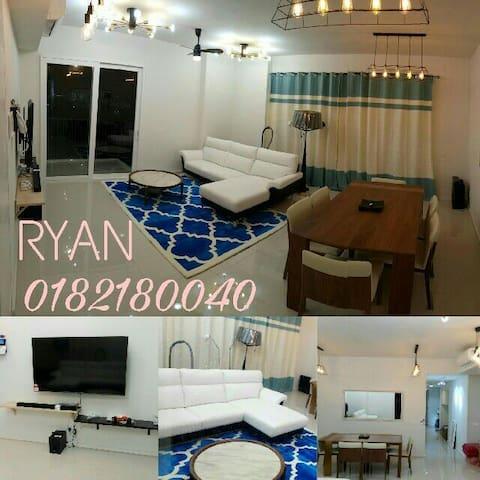 LUXURY CONDOMINIUM HOME @ FREE HIGH SPEED WIFI - Cyberjaya - Apartemen