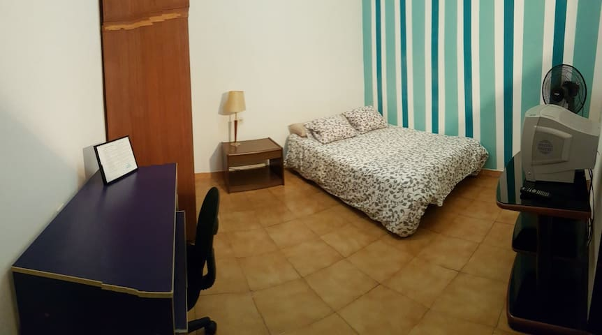 Lovely room in downtown Barcelona