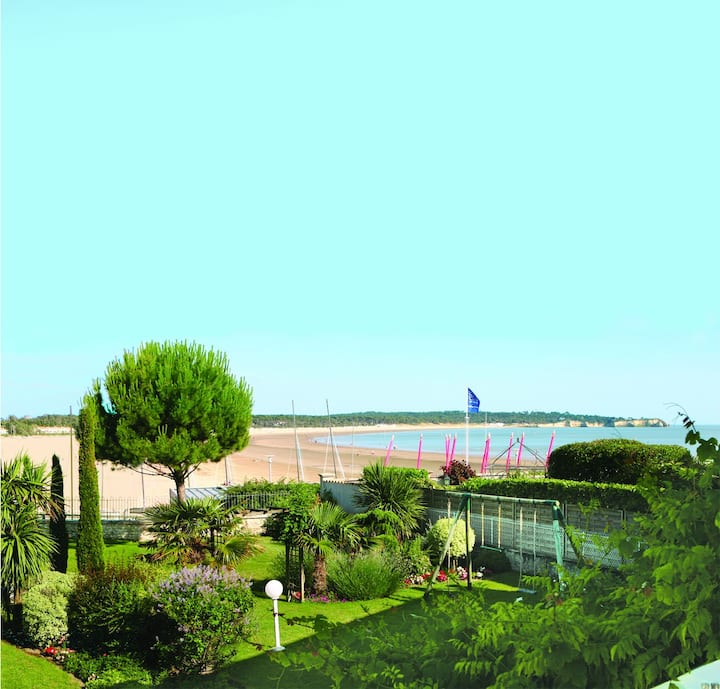 Villa les Voiliers vue mer face à la grande plage