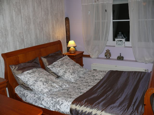 chambre isabelle bed and breakfasts for rent in mont saint loi nord pas de calais france. Black Bedroom Furniture Sets. Home Design Ideas