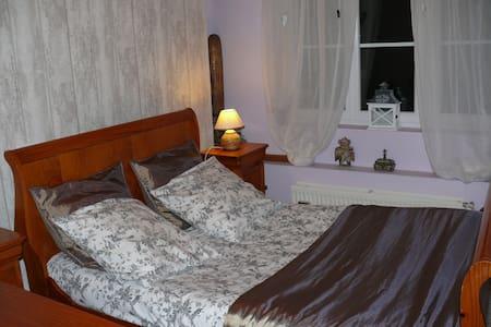 chambre isabelle - Mont-Saint-Éloi
