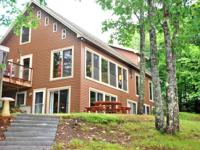 Luxury Lakeside Getaway - Newfield - Ev