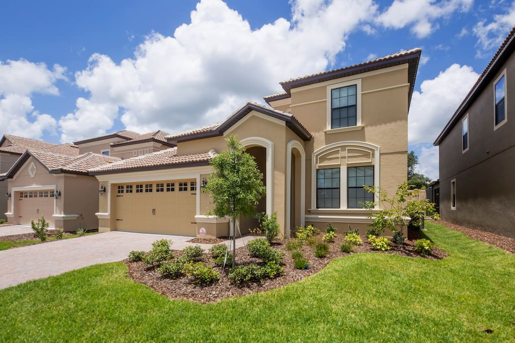 This stunning 6 bedroom pool home is located on the fabulous ChampionsGate Resort and is the perfect location for a family visit to the theme parks, shops, attractions and restaurants of Orlando.