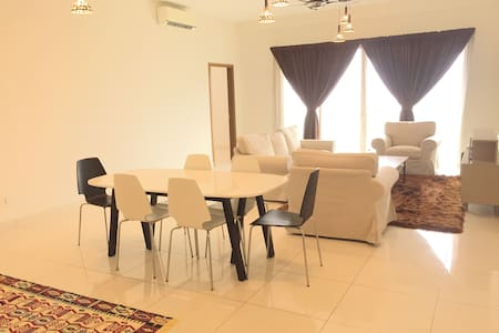 M. bed near to KLCC with View - Taman Sri Sinar - Bed & Breakfast