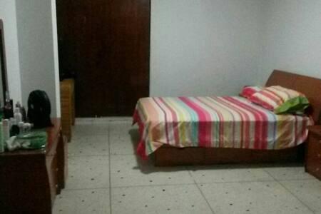 Habitación Limpia y Barata Desayuno - Caracas