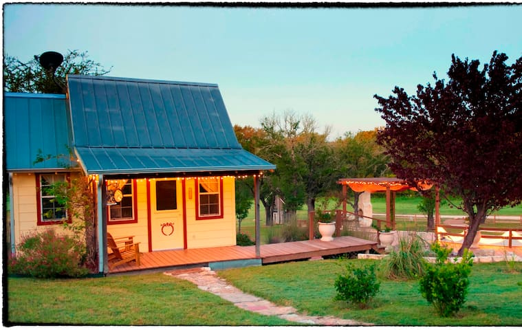 Peacock Cabins, The Peachick Suite - Gatesville - Srub