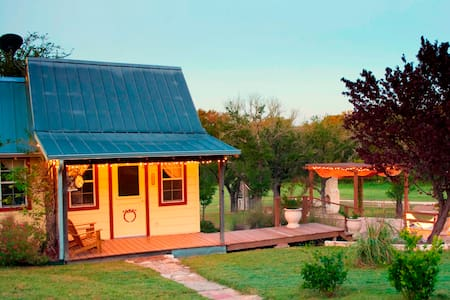 Peacock Cabins, The Peachick Suite - Gatesville - Mökki