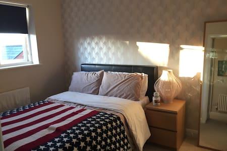 Clean, tidy, comfortable double bedroom in Mawsley - Kettering - Haus