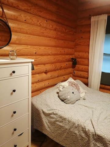 Makuuhuone 3, vierasmökki 140 cm parisänky