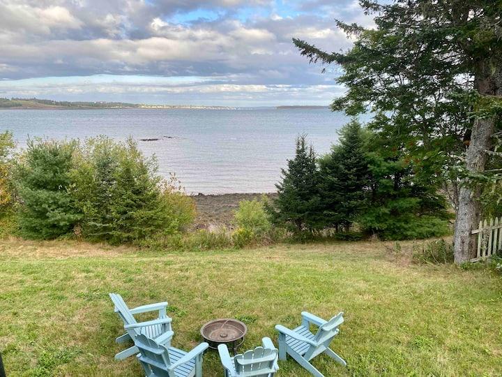 Captain's Quarters/Ocean-front vacation home