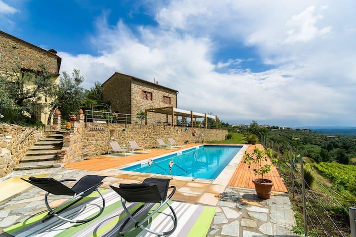 Tipico casale toscano con piscina privata sulle colline di Vinci