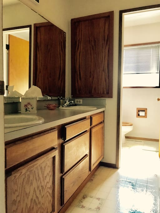 Full bathroom with shower/tub exclusively used by guests ~