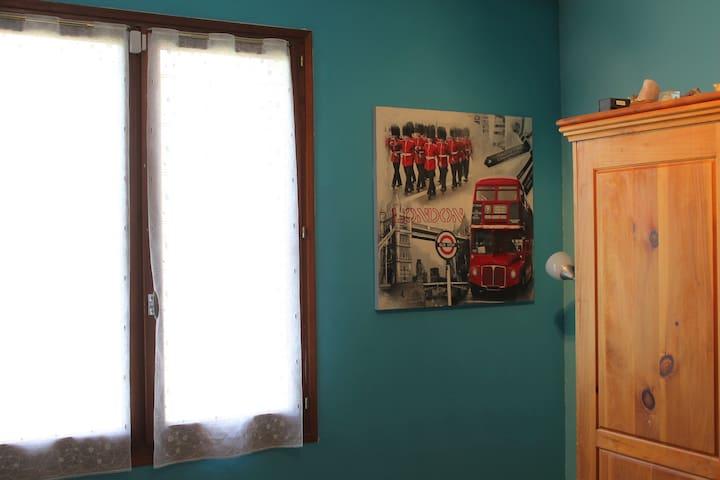Jolie Chambre3 couchages dans villa - Sainte-Tulle - Villa
