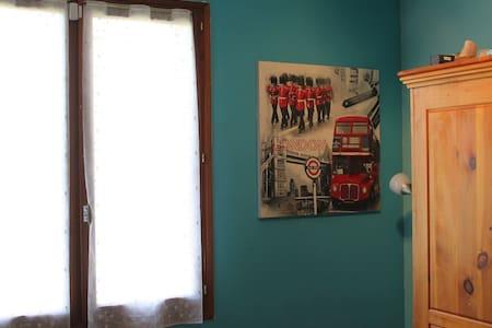 Jolie Chambre3 couchages dans villa - Sainte-Tulle