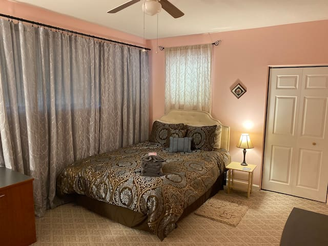 Peaceful Retreat - Room with Private Entry/Access!