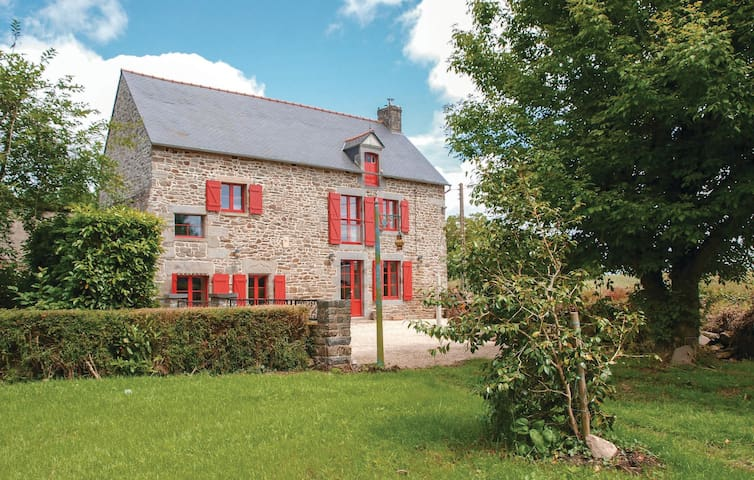 Semi-Detached with 3 bedrooms on 160m² in Pleudihen sur Rance