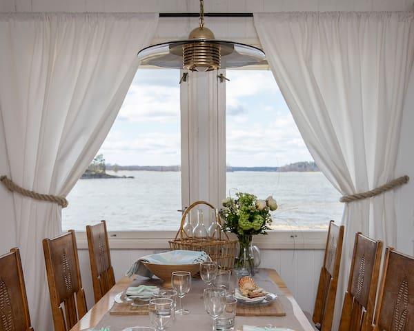 Kesämökki meren rannalla / Summerhouse by the sea!