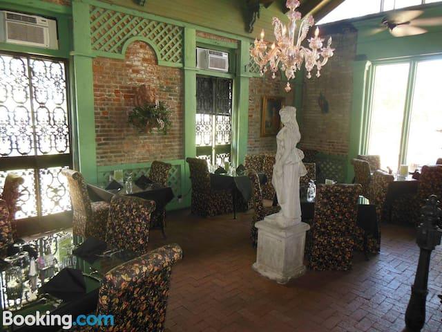 Cedar Grove Mansion - Cottage Suite 29