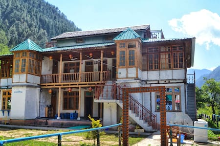 The Hosteller,Kasol - Bhuntar