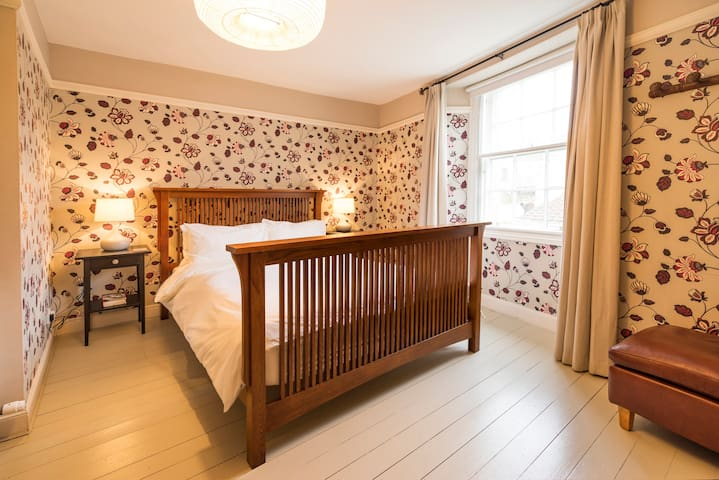 The double (kingsize) bedroom is on the first floor, adjacent to the bathroom.