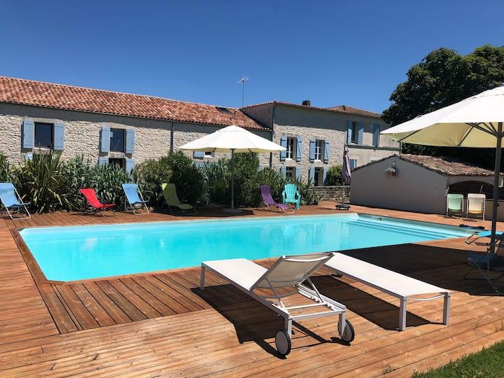 Maison dans corps de ferme rénové avec piscine