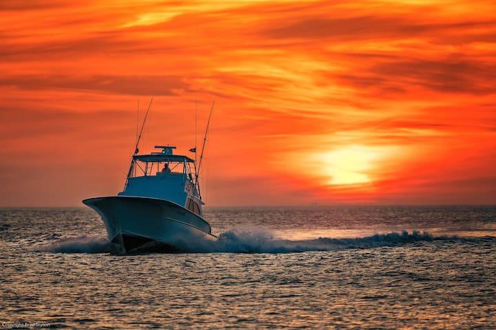 938 Captain's Quarters: Close to Oceanfront, VIBE