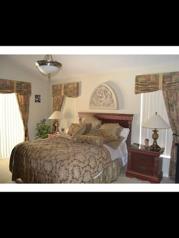 Private Bedroom Near Disney