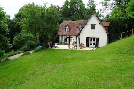 """""""L'Ilot vert"""" maison normande de caractère - Fervaques - Rumah tumpangan alam semula jadi"""