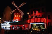 Moulin Rouge et station de métro Blanche (ligne 2)