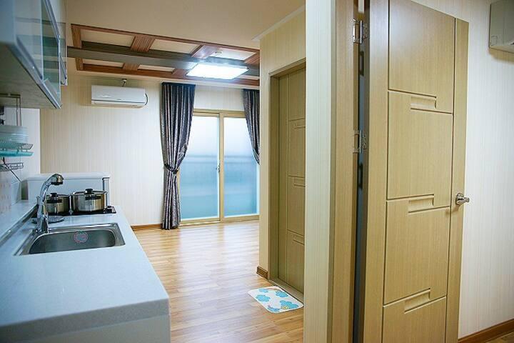 넓은 투룸으로 설계된 편안한 14평투룸 208호