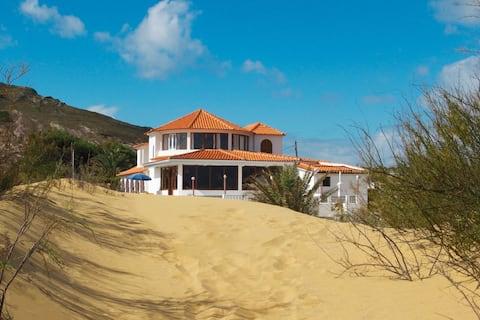 """Moinhos"" room - Theresia's beach house"