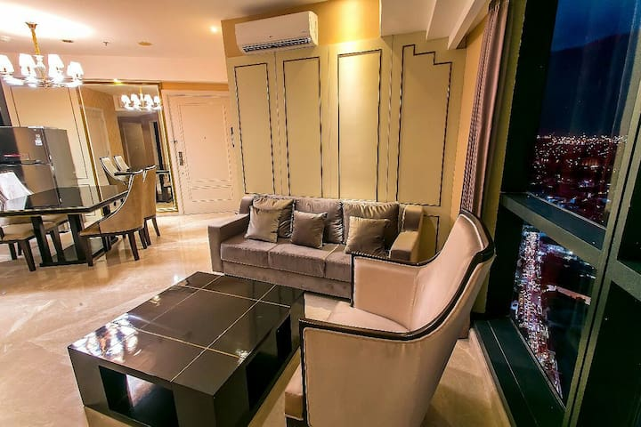 The Peak Luxury apartment, spacious in Surabaya