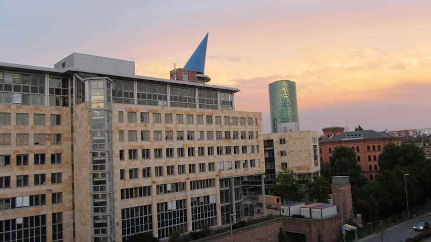 Single Bed Room with Skyline - Frankfurt am Main - Appartement