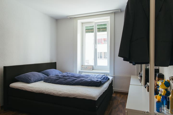 2-room + balcony apartment in hip neighbourhood - Zürich - Huoneisto