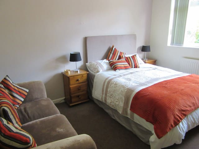 Double room in great location for Bristol - บริสตอล - บ้าน