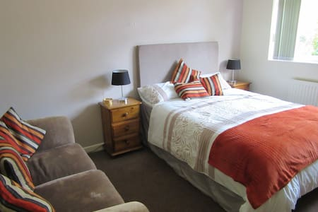 Double room in great location for Bristol - Bristol - Huis