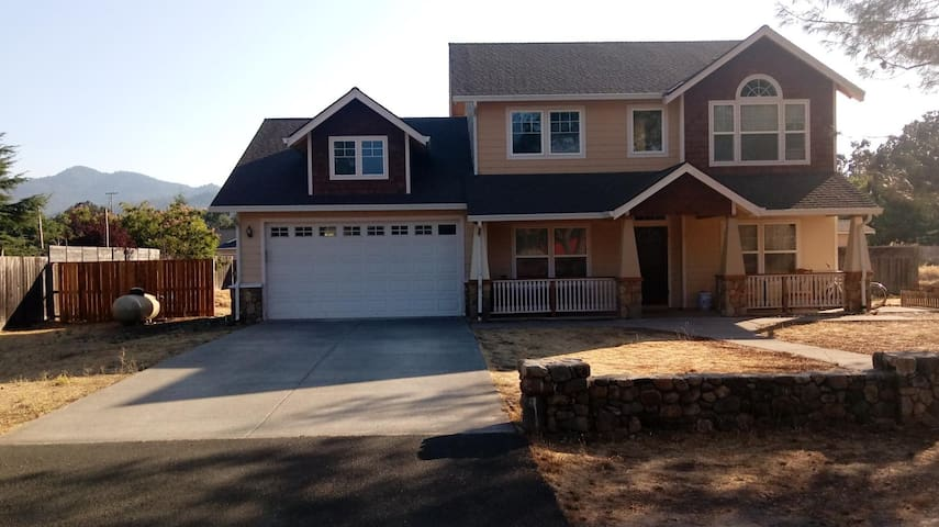 Big House in Middletown/Calistoga Area