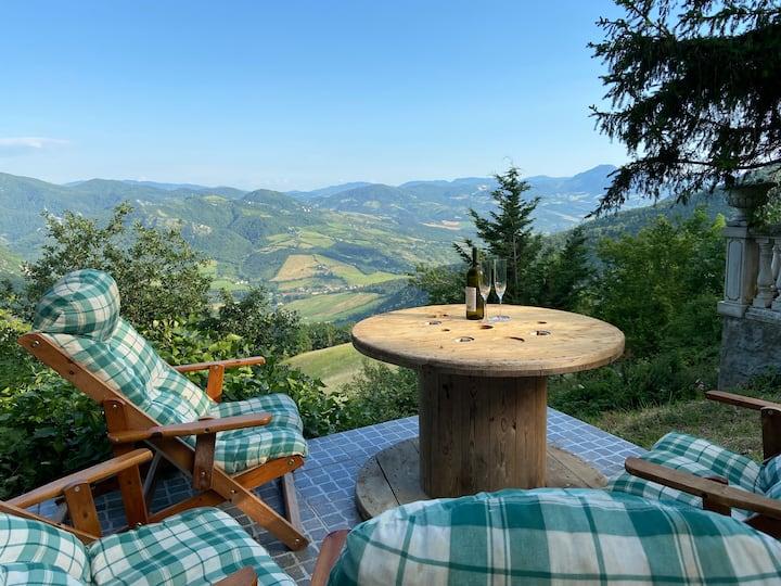 Casa immersa nel bosco ideale  per feste e relax