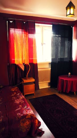 Cozy red room in arty flat.