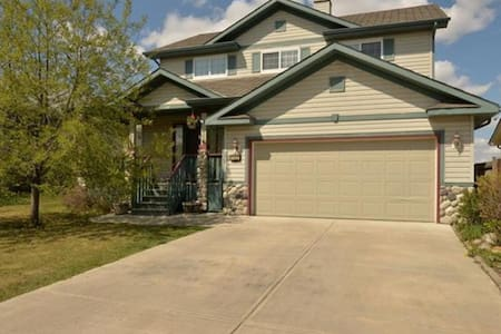 Chestermere Bed and Breakfast - Chestermere