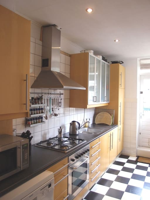 Kitchen with microwave, oven(stove) and dishwasher